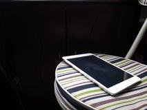 IPad d'Apple sur la chaise rayée Photographie stock