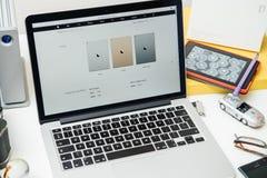 IPad d'ordinateurs Apple nouvel pro, iPhone 6s, 6s plus et Apple TV Photos libres de droits