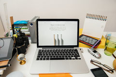 IPad d'ordinateurs Apple nouvel pro, iPhone 6s, 6s plus et Apple TV Photo libre de droits