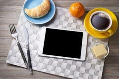 IPad da tabuleta do café da manhã fotografia de stock