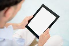 iPad del Apple della holding dell'uomo in mani Fotografia Stock