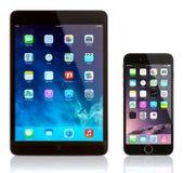 IPad kortkort och iPhone 6 Arkivfoto
