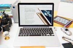 IPad novo dos Apple Computer pro, iPhone 6s, 6s mais e tevê de Apple Fotos de Stock Royalty Free