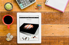 IPad 4 open apple website Royalty Free Stock Image