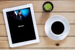 IPad 4 otwarta jabłczana muzyka app Zdjęcie Stock
