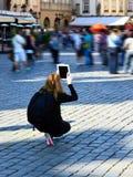 Ipad, photos de course avec la technologie moderne, Prague Photographie stock libre de droits