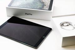 IPad Pro 10 Яблока 5 unboxing Стоковая Фотография RF