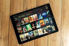 IPad Pro12 is het 9 tablet nieuwe product die van appel Netflix, Netflix gebruiken een globale leverancier van het stromen films  stock afbeeldingen