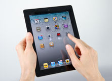 IPad2 Start Screen. Man hands holding and pointing on homepage Apple iPad2 on a screen Stock Photos