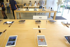 IPads displayed in an apple store Royalty Free Stock Image