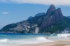 Ipanema、Leblon和山Dois Irmao在里约热内卢 库存图片
