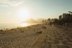 IPANEMA海滩,里约热内卢,巴西- 2009年11月:太阳setti 库存照片