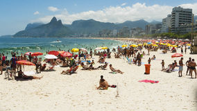 IPANEMA BEACH, RIO DE JANEIRO, BRAZIL - NOVEMBER 2009: Crowds of Royalty Free Stock Photos