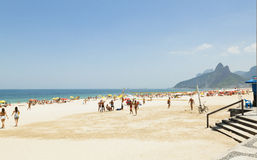 IPANEMA BEACH, RIO DE JANEIRO, BRAZIL - NOVEMBER 2009: People pl Royalty Free Stock Photography