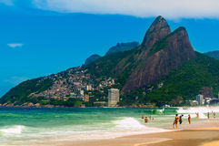 Ipanema, Leblon en de Berg Dois Irmao in Rio de Janeiro stock afbeeldingen