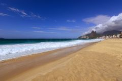 Ipanemastrand in Rio de Janeiro, Brazilië stock foto