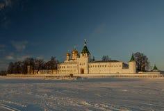 Ipatiev-Kloster der Heiligen Dreifaltigkeit bei Sonnenaufgang Lizenzfreie Stockbilder