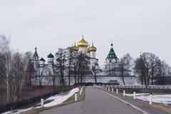 Ipatyevsky修道院堡垒在春天 免版税库存图片