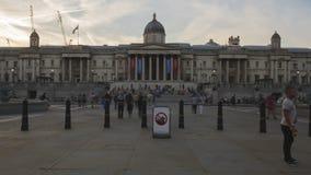 Iper-intervallo di tramonto al rallentatore su Trafalgar Square stock footage