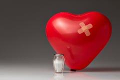 Ipertensione, cuore rosso del pallone Fotografia Stock Libera da Diritti