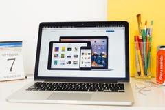 Iphone 7 επίδειξης ιστοχώρου υπολογιστών της Apple, ipad υπέρ, MAC υπέρ α Στοκ Εικόνες