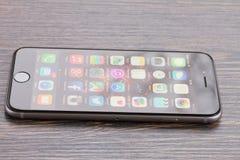 Iphone 6 με το κιβώτιο Στοκ φωτογραφία με δικαίωμα ελεύθερης χρήσης