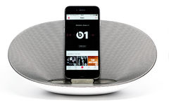 IPhone 6 με το μεγάφωνο που επιδεικνύει τη Apple Στοκ φωτογραφία με δικαίωμα ελεύθερης χρήσης