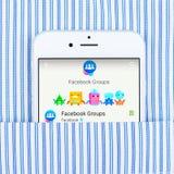 IPhone 6 που επιδεικνύει την εφαρμογή ομάδων Facebook Στοκ εικόνα με δικαίωμα ελεύθερης χρήσης