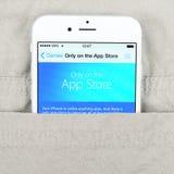 IPhone 6 που επιδεικνύει το κατάστημα της Apple Στοκ Εικόνες
