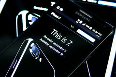 Iphone 7 στην επίσημη αρχική σελίδα μήλων Στοκ φωτογραφία με δικαίωμα ελεύθερης χρήσης