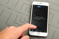 IPhone 7 συν το πρόγραμμα μη διαθέσιμο για την επόμενη κεντρική ιδέα Στοκ εικόνα με δικαίωμα ελεύθερης χρήσης