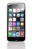 IPhone 6 της Apple με διάφορες εφαρμογές σε Homescreen Στοκ φωτογραφία με δικαίωμα ελεύθερης χρήσης