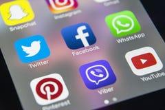 IPhone 7 της Apple με τα εικονίδια των κοινωνικών μέσων facebook, instagram, πειραχτήρι, snapchat εφαρμογή στην οθόνη Έναρξη Smar Στοκ εικόνα με δικαίωμα ελεύθερης χρήσης