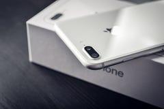 IPhone 8 της Apple συν το ασήμι Στοκ Φωτογραφίες