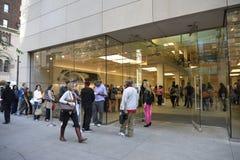Iphone 6在苹果商店,街市芝加哥 免版税图库摄影