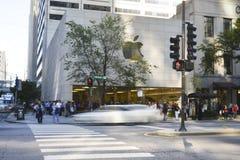Iphone 6在苹果商店,街市芝加哥 库存照片