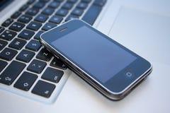 IPhone 3GS et Macbook pro Photo stock