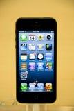 Iphone 5 en Apple Store Imágenes de archivo libres de regalías