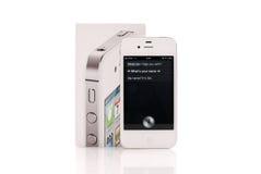 iPhone blanco 4S que ejecuta Siri fotos de archivo