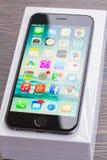 Iphone 6 com caixa Fotos de Stock Royalty Free