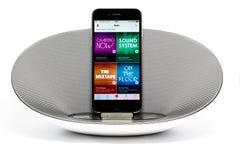 IPhone 6 con el altavoz que exhibe Apple Imágenes de archivo libres de regalías