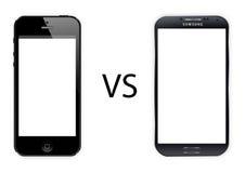 Iphone 5 contra la galaxia s4 de Samsung Imagen de archivo