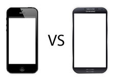 Iphone 5 contro la galassia s4 di Samsung immagine stock