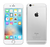 IPhone d'argento 6S di Apple Fotografie Stock Libere da Diritti
