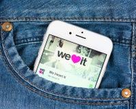 Iphone de prata 6 de Apple que indicam nós coração ele aplicação Fotografia de Stock Royalty Free