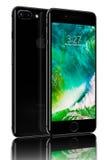 IPhone 7 di Jet Black più Fotografie Stock Libere da Diritti