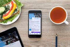 IPhone en iPad op de dienst Twitter van het lijst sociale voorzien van een netwerk Royalty-vrije Stock Foto's