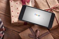 Iphone 6 más entre las regalo-cajas Foto de archivo libre de regalías