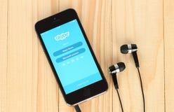 IPhone med den Skype logotypen på dess skärm fotografering för bildbyråer
