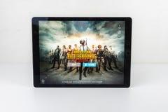 IPhone mobile inconnu d'iPad des champs de bataille PUBG de joueur photo libre de droits